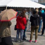 Las vacunas COVID-19 comienzan por código postal mientras Ontario apunta a puntos críticos