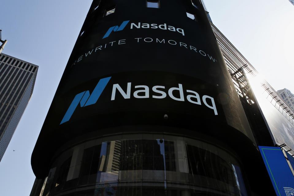 Nueva York, NY - 10 de marzo: Vista del edificio Nasdaq en Times Square el 10 de marzo de 2021 en Nueva York. El índice compuesto Nasdaq continuó cayendo en más de medio por ciento durante el día. Y el alejamiento de Apple Inc, Amazon.com Inc, Facebook Inc, Tesla Inc y Microsoft Corp, que cayeron intradía, ayudó a que las acciones más pequeñas subieran más del doble de las ganancias del S&P 500 (Foto de John Smith / Watch).