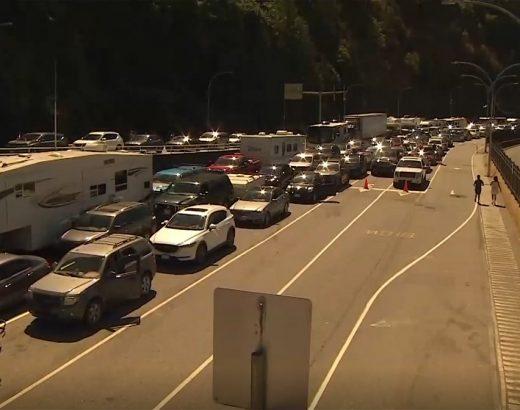 El tráfico de fin de semana largo trae largas esperas de ferry, ya que la isla de Vancouver empaca