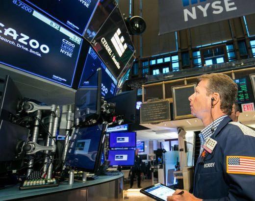Los futuros de acciones caen después de que el Dow registrara una racha perdedora de tres semanas