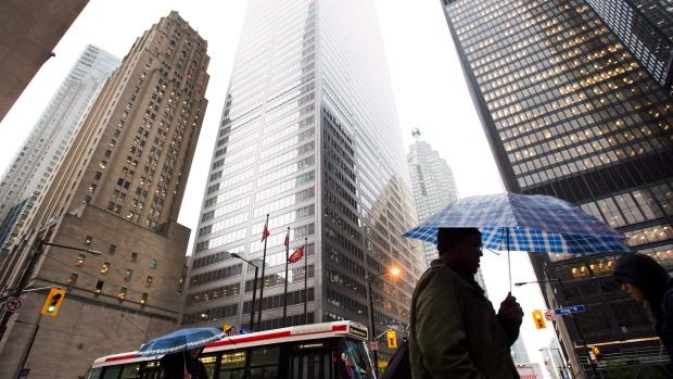 Se espera que los salarios aumenten en Canadá, pero los salarios reales de los trabajadores pueden caer después de la inflación
